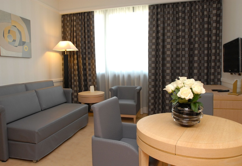 جراند هوتل دوكا دي مانتوفا, سيستو سان جيوفاني, جناح - سرير ملكي مع أريكة سرير, غرفة نزلاء
