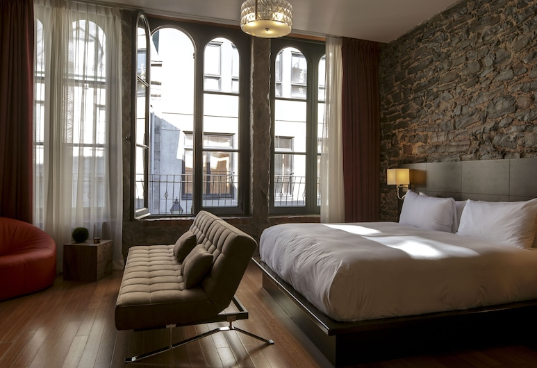 Le Petit Hotel, Montreal