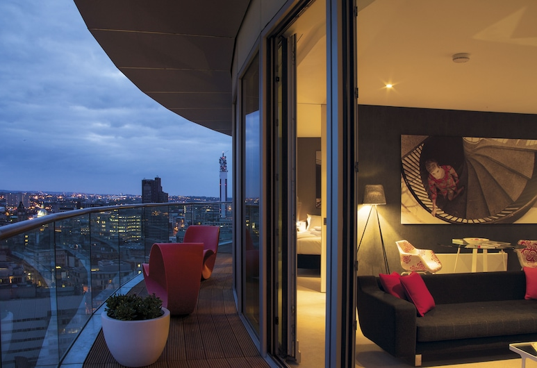 Staying Cool at  Rotunda, Birmingham, Penthouse, 2 Bedrooms, Balcony, Living Area