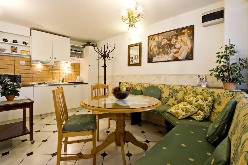 Apartemen, 2 kamar tidur, dapur - Tempat Makan Di Kamar