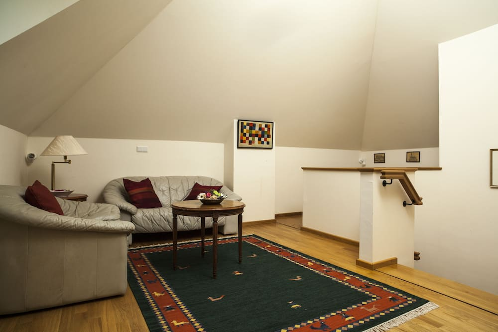Suite (Rapunzel) - Living Area