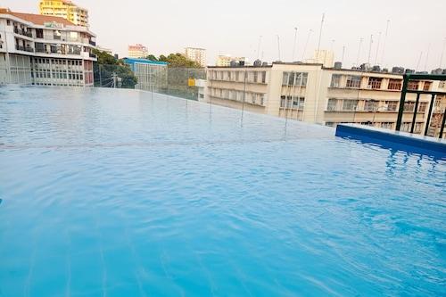三蘭港市中心假日酒店