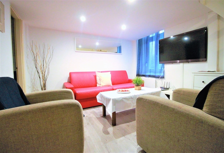 Budapest Easy Flats - Opera Apartments, Budapest, Apartment, 3 Bedrooms, Kitchen (Opera 1), Living Room