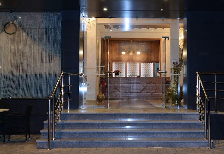 阿爾雅庫塔飯店, 特陶恩, 飯店入口