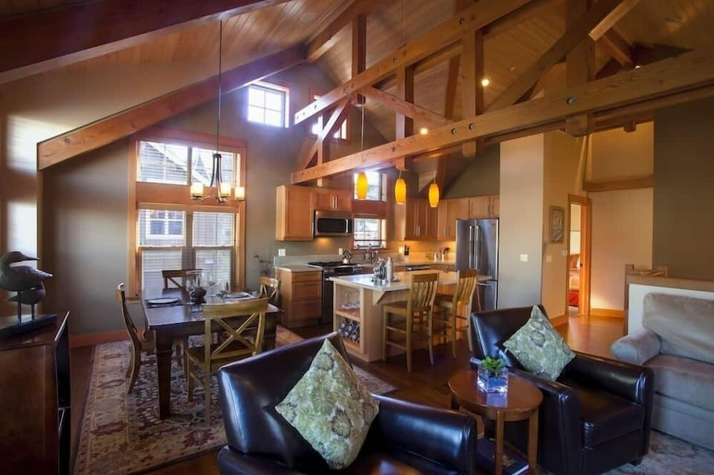 Townhome, 2 Bedrooms (Non Pet Friendly) - Living Area