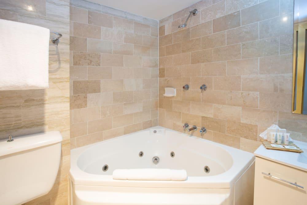 Waterfront Spa Room - Bathroom