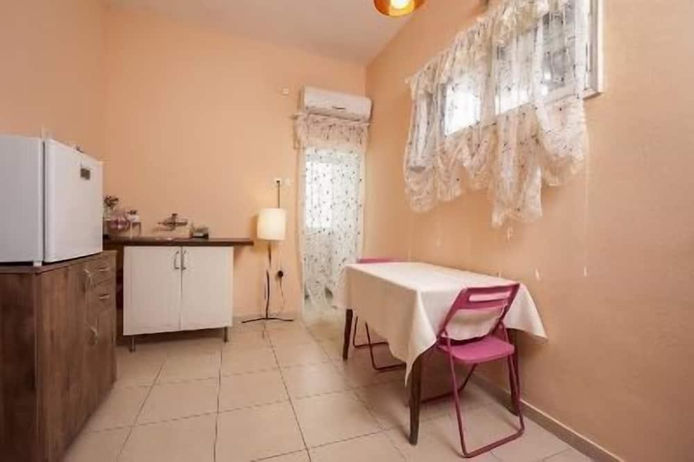 Habitación estándar con 1 cama doble o 2 individuales, baño privado - Servicio de comidas en la habitación