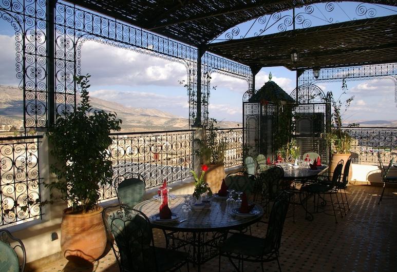Riad La Perle De La Médina, Fez, Restaurante al aire libre