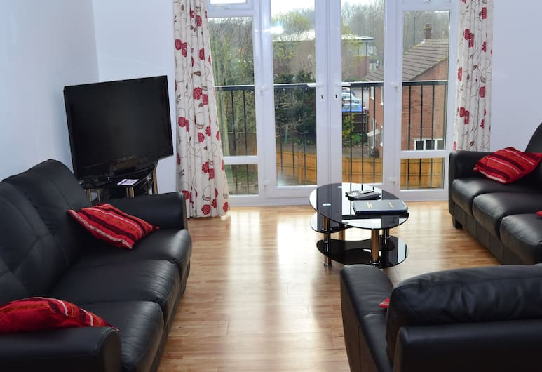 Bristol Serviced Lettings, Bristol, 4 Bedroom Apartment, 2 Double and 3 Singles, Living Room