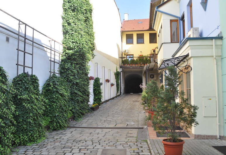 Apartment Residence - Free Parking, Bratislava, Hotel Front
