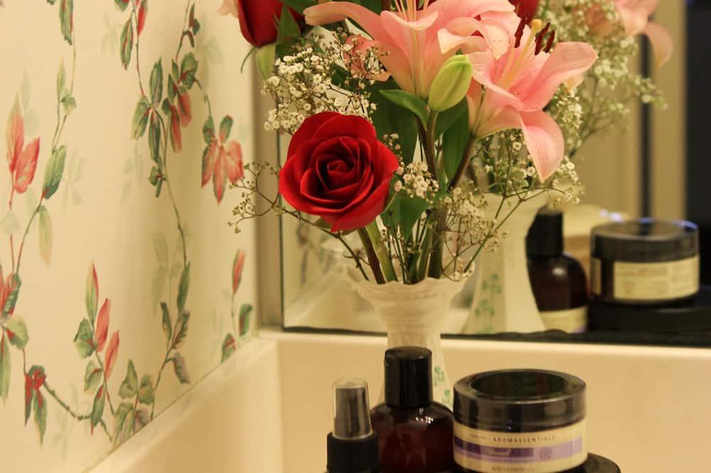 客房, 1 張加大雙人床和 1 張沙發床 (Rose Bedroom) - 浴室
