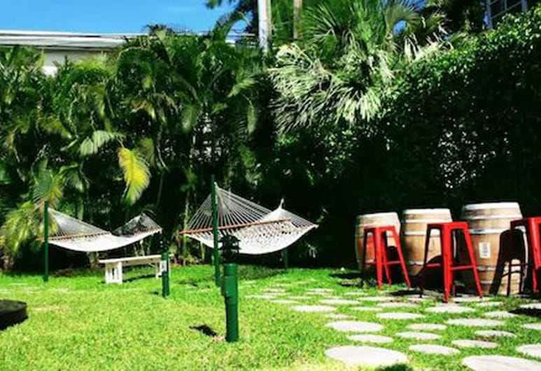 Suites at Lincoln - By RocketSTAY, Miami Beach, Property Grounds