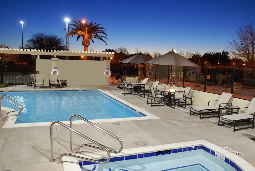 Hampton Inn And Suites Suisun City Waterfront Pool