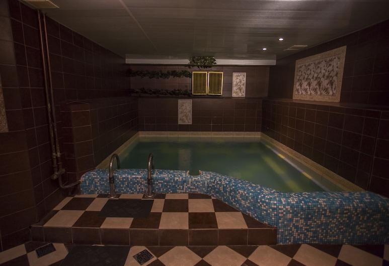 Sputnik, Minsk, Bồn tắm spa trong nhà