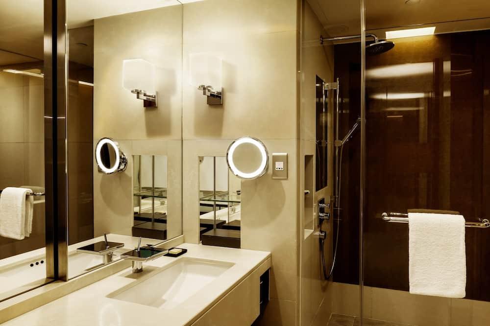 King Bed Room - Bathroom