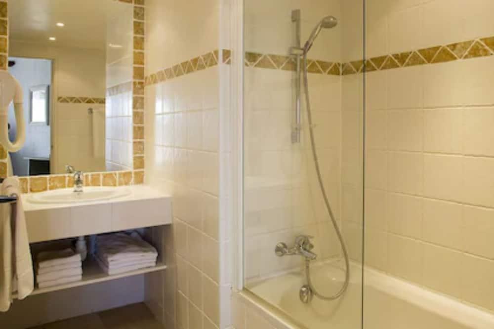 Kamar Double, bathtub - Kamar mandi