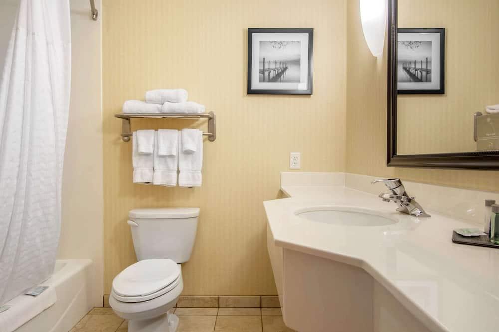 Standard Room, 1 King Bed, Accessible, Non Smoking (Accessible Bathtub) - Bathroom