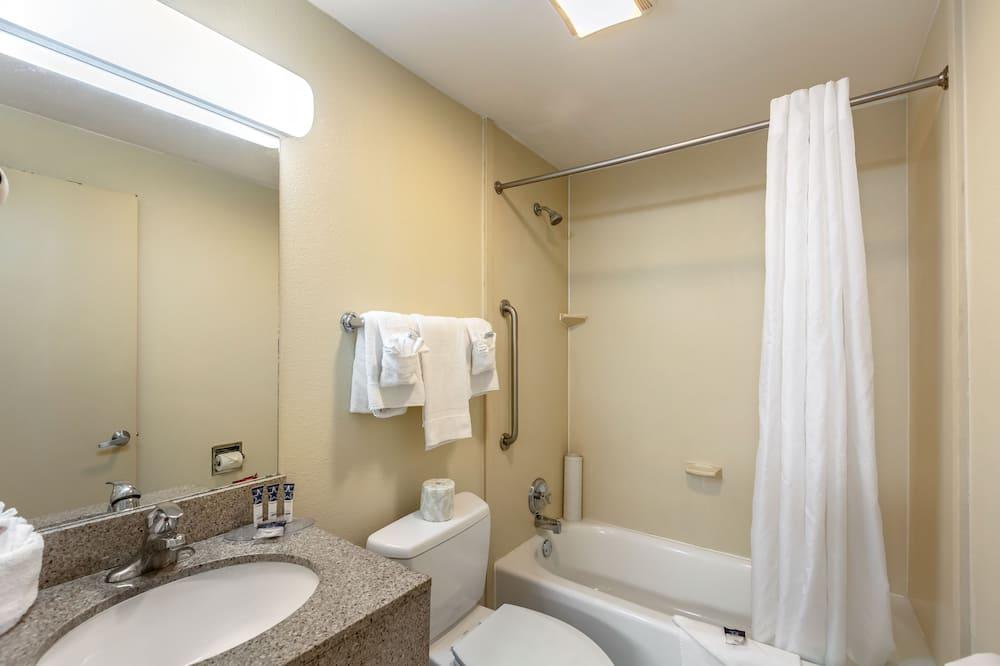 Doppelzimmer, 2Doppelbetten, Raucher - Badezimmer