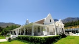 Choose this Country House in Wellington - Online Room Reservations
