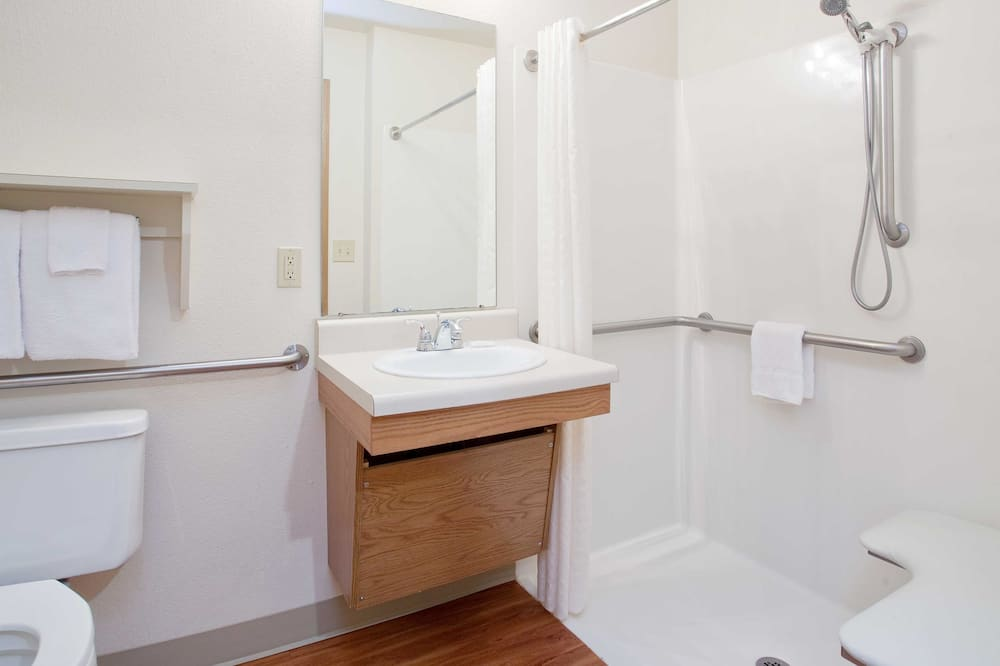Стандартная студия, для людей с ограниченными возможностями, кухня - Ванная комната
