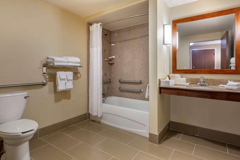 Suite, Multiple Beds, Accessible, Non Smoking - Bathroom