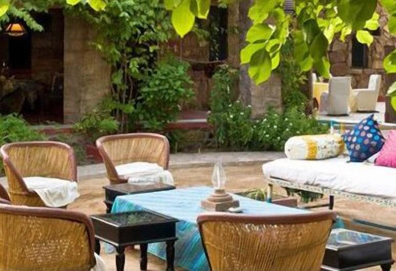 Mandore Guest House, Jodhpur, Dinerruimte buiten