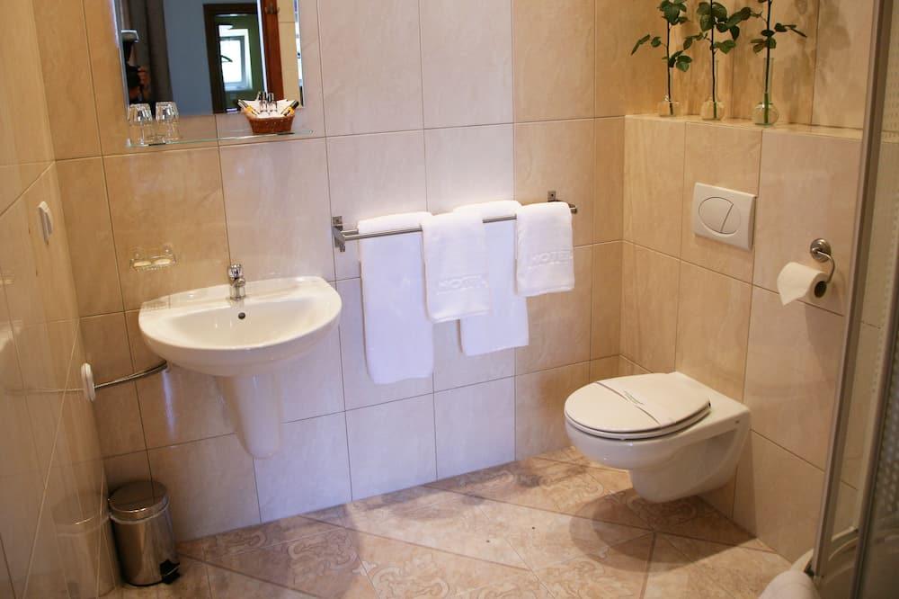 Dört Kişilik Oda - Banyo