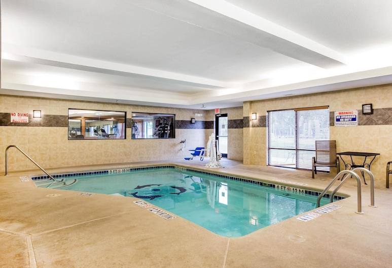 Comfort Suites Golden Isles Gateway, ברונסוויק, בריכה