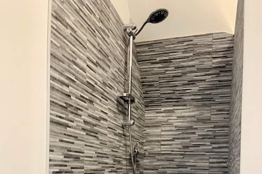Executive - kahden hengen huone, Makuuhuoneen yhteydessä oleva kylpyhuone, Näköala puutarhaan - Kylpyhuone