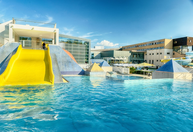 Hotel AquaCity Mountain View, Poprad, Waterslide