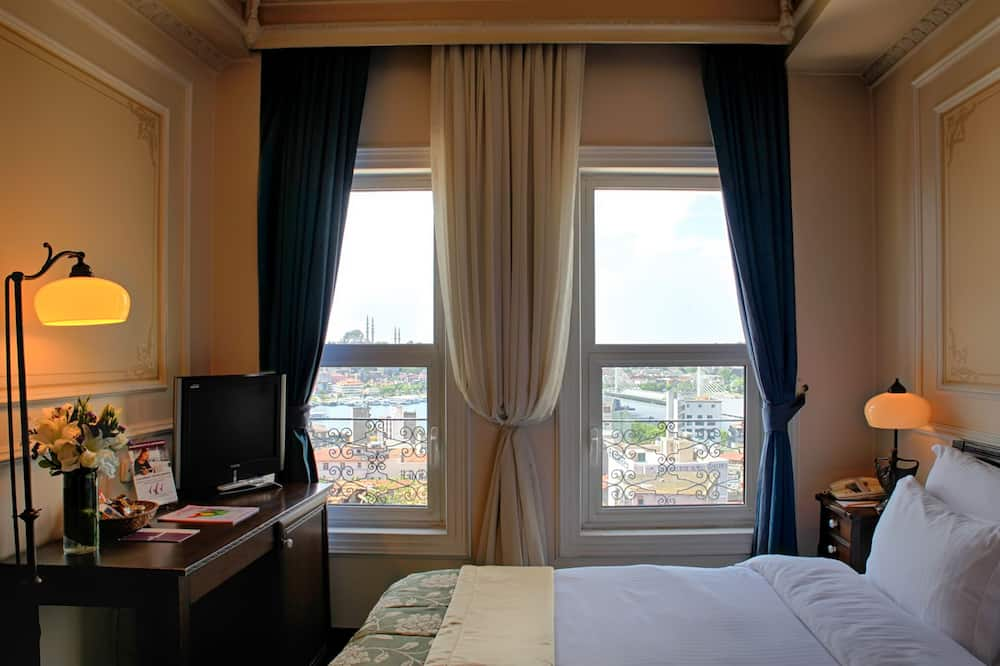 Standard Double Room, River View - Living Room