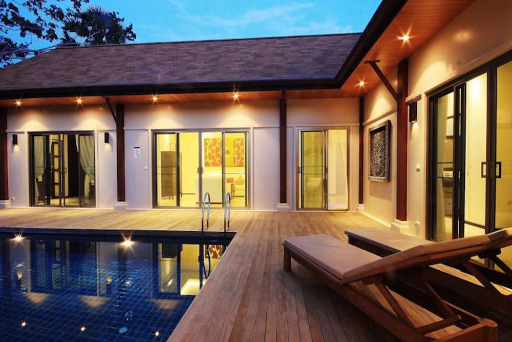 Two Villas Holiday Oriental Style Naiharn Beach, Rawai