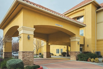 Fresno bölgesindeki La Quinta Inn & Suites by Wyndham Fresno Northwest resmi