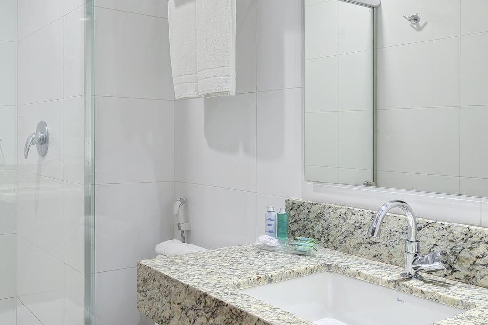 Economy Room, 1 Large Twin Bed - Bathroom