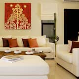 2 Bedrooms Private Pool Villa (Min 2 Nights get Free Car Usage during stay) - Living Room