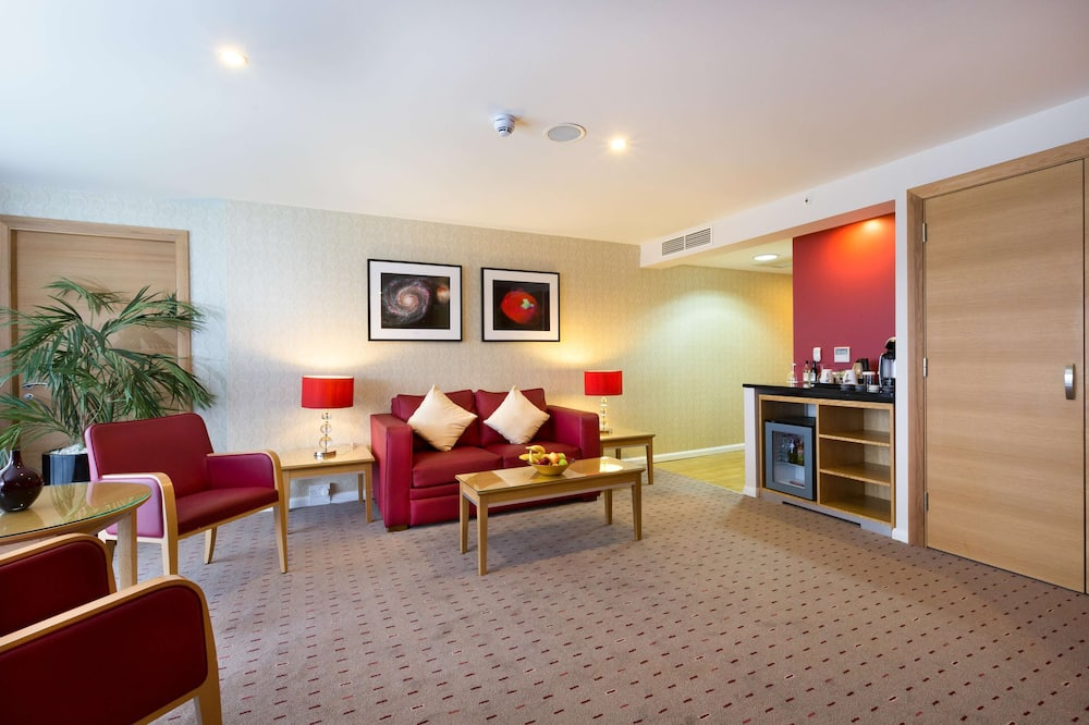 Junior Suite, 1 King Bed (Daytime Pitch View) - Living Area