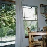 2 Bedroom Cottage - Essbereich im Zimmer