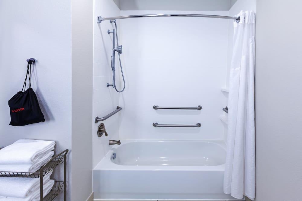 Suite, 2Queen-Betten, barrierefrei (Mobility Tub) - Badezimmer