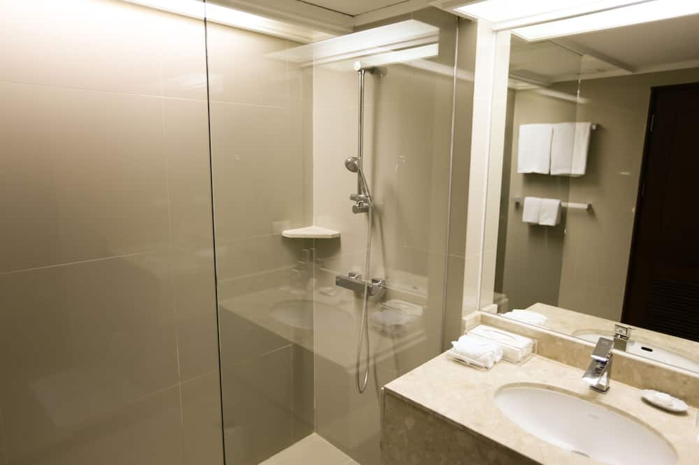 Deluxe Premium - Bathroom