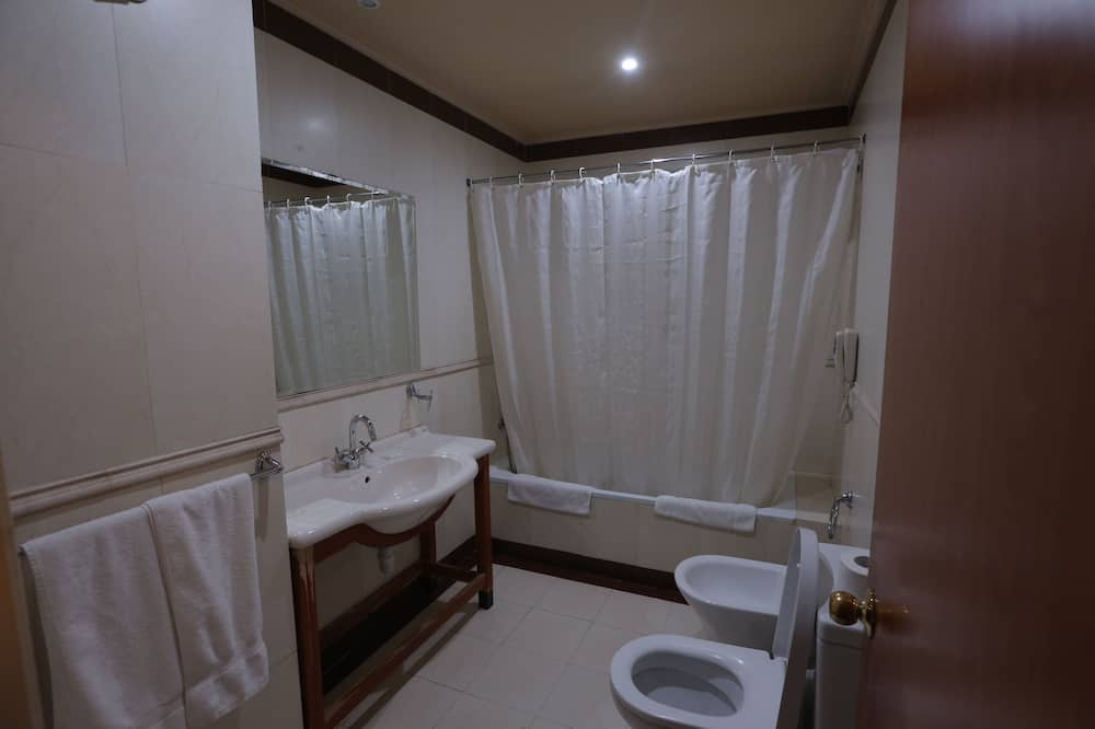 Apartmán, spojené izby - Kúpeľňa