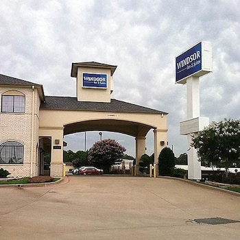 Picture of Windsor Inn and Suites Tyler in Tyler