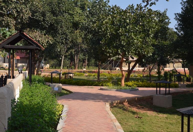 Mint Bandhavgarh Resort, Bandhogarh, Avlu