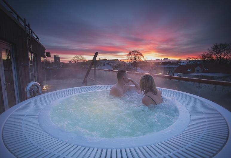 جوهان سبا هوتل, Saaremaa, حمام سباحة على السطح