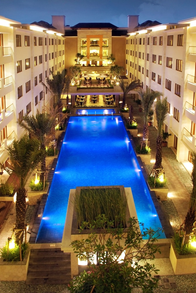 Aston Kuta Hotel And Residence Outdoor Pool