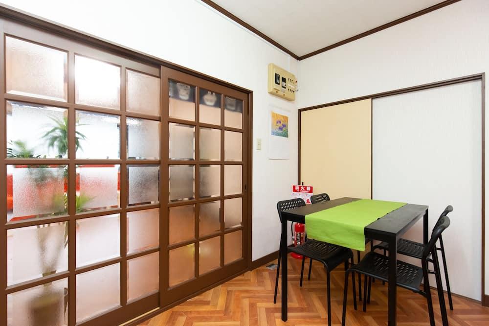 Hus (Apartment house) - Matservice på rummet