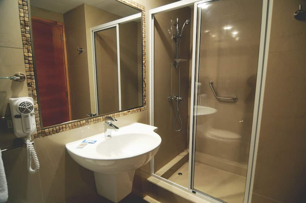 Single Room, 1 Large Twin Bed, Non Smoking, Private Bathroom - Bathroom