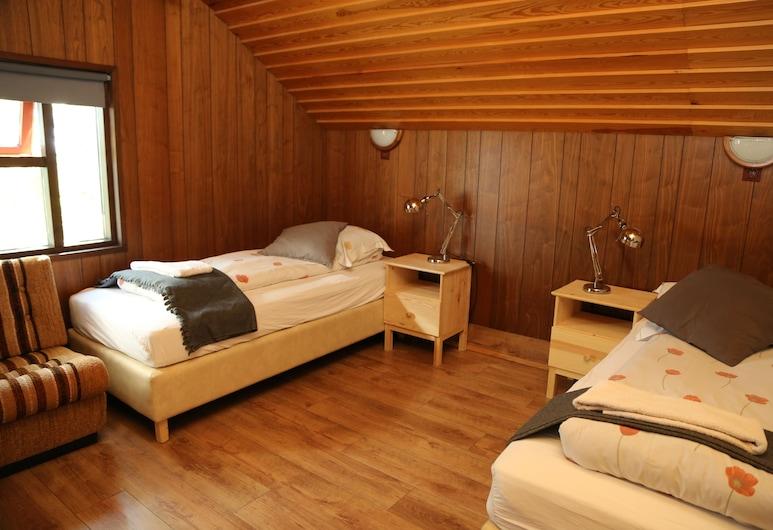 Reynivellir, פסקרודוספיורדור, חדר לשלושה, 3 מיטות יחיד, ללא עישון, חדר אורחים