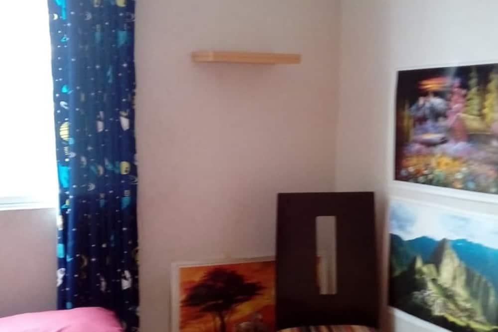 غرفة اقتصادية مزدوجة - سرير مزدوج - بحمام مشترك - غرفة نزلاء