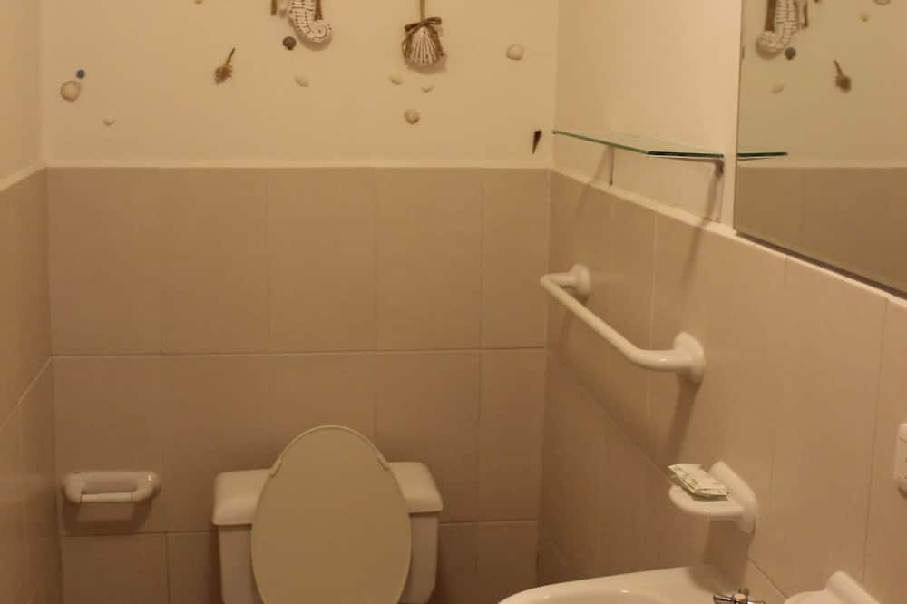 Gazdaságos szoba (Outside Bathroom) - Fürdőszoba