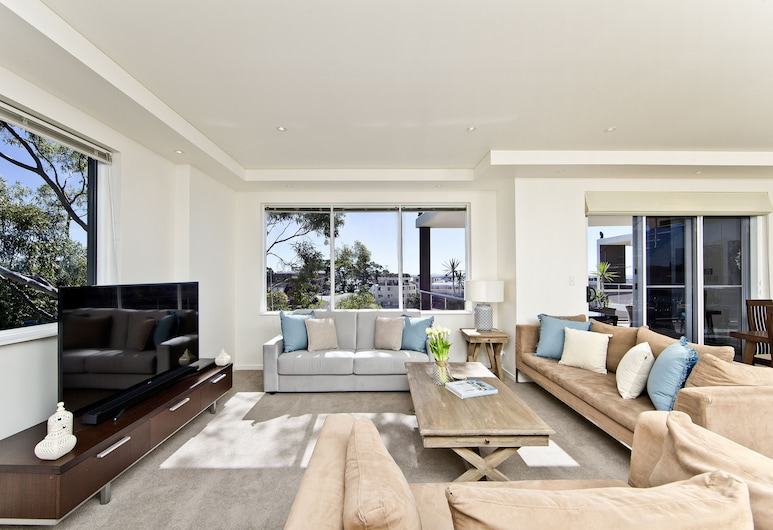 Harbourview Penthouse, Nelson Bay, Luxury Apartment, 3 Bedrooms, Living Room